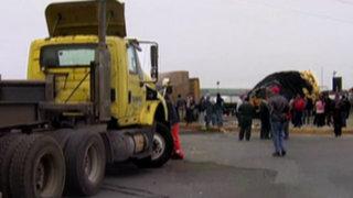Chofer de tráiler muere arrollado por su propio vehículo en 'cruce de la muerte'