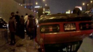 Auto quedó volcado tras accidente en Vía Expresa de Paseo de la República