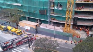 Obreros salvaron de morir tras caerles encima techo de edificio en San Isidro