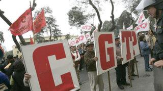 Bloqueos de vías y enfrentamientos en varias partes del país por paro de CGTP