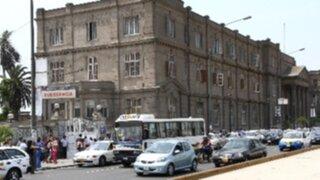 Choferes hacen uso irregular de bocinas frente a hospitales públicos