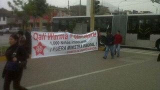 Apristas colocan carteles contra el programa Qali Warma en Los Olivos