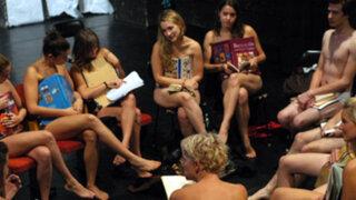 Hungría: universitarias protestan desnudas contra código de vestimenta