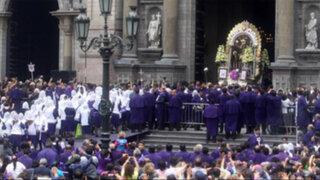 Miles de fieles acompañaron segunda salida del Señor de los Milagros