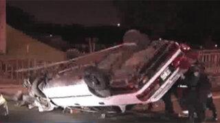 Chofer resultó herido tras volcar su vehículo en la Av. Javier Prado
