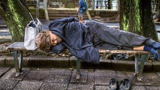 Polémica en Madrid por ley que multará a mendigos por vivir en las calles