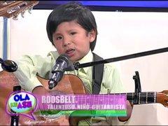 Pequeño de 5 años de edad nos muestra su gran destreza en la guitarra