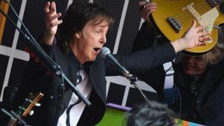 Paul McCartney ofreció concierto en el Times Square trepado en un camión