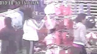 Cámaras registran a 'Las tenderas de Bocanegra' robando en centros comerciales