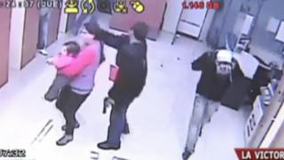 La Victoria: delincuentes armados asaltan cabina de internet y secuestran a clientes