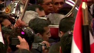 Noticias de las 6: Humala cargó el anda en procesión del Señor de los Milagros