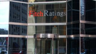 Fitch baja calificación económica de Perú de estable a negativo