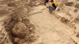 Huaca Pucllana: hallan tumba de mil años con restos de adulto y niño