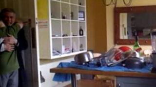 VIDEO: Llanto de padre al saber que su hijo aprobó matemáticas se vuelve viral
