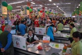 Estado de emergencia: supermercados abren sus puertas para abastecer a la población