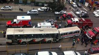 Bomberos piden ayuda para reparar ambulancia que fue chocada en Av. Brasil