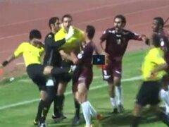 Kuwait: árbitro la emprendió a golpes y patadas contra jugadores