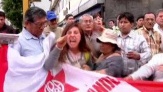 Noticias de las 7: apristas protestaron en exteriores del Congreso