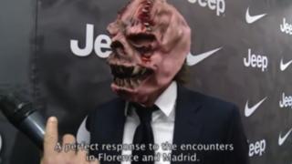 Andrea Pirlo se sumó a la fiesta de Halloween con una original máscara