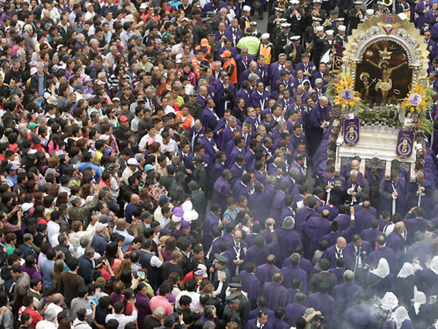 Noticias de las 7: fieles acompañaron al Cristo Moreno en su último recorrido