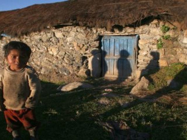 Huancavelica: niños suben cerro de 4.300 msnm para recibir clases por celular