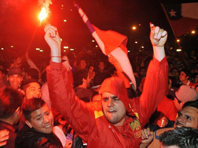 Festejos por clasificación de Chile a Brasil 2014 terminan en disturbios y saqueos