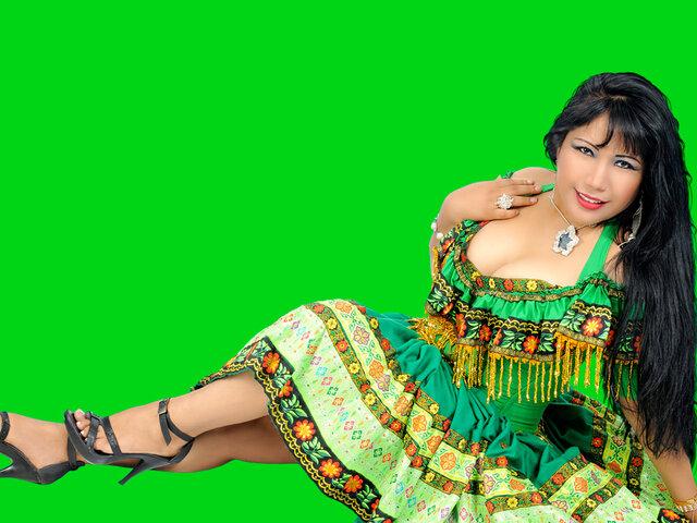 """Celinda Vargas nos deleitó con su canción """"No vales nada"""""""