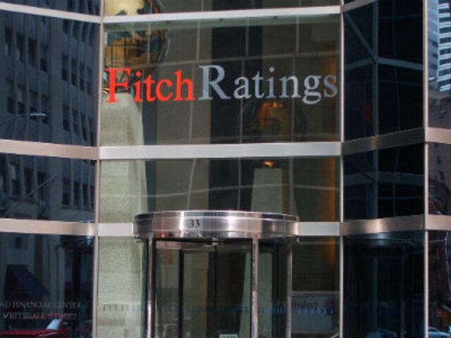Fitch Ratings rebajó calificación crediticia de Perú de BBB+ a BBB