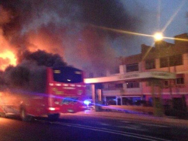 Bus de transporte público se incendió en la Vía Evitamiento