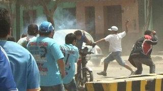 Barras de Alianza Lima y Sporting Cristal se enfrentan en batalla campal