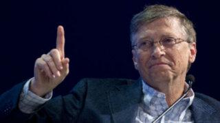 """Bill Gates responde a fundador de Facebook """"El Internet no salvará al mundo"""""""