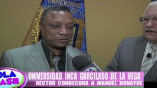 Universidad realiza importante reconocimiento al cantante Manuel Donayre