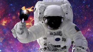 Astronautas llevan antorcha de los Juegos Olímpicos al espacio