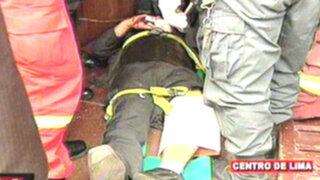 Vigilante salva de morir aplastado tras caerle puerta en el Ministerio Público
