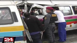 Aparatoso choque entre combis deja al menos 10 heridos en el Callao