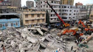Un muerto y decenas de atrapados por derrumbe de edificio en Sudáfrica