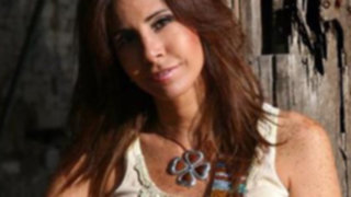 Julie Freundt: Artistas no deben seguir el mercado musical sino proponer