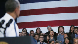 VIDEO: joven interrumpe a Barack Obama y pide a gritos que pare las deportaciones