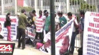 VIDEO: nativos de Tocache se encadenan a rejas de Petroperú