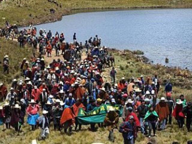 Cajamarca: decenas de antimineros marchan hacia las lagunas de Conga