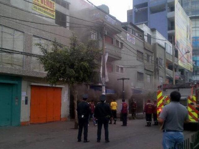 Registran incendio en galería de estampados en emporio comercial de Gamarra