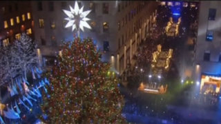 VIDEO: Árbol de Navidad en el Rockefeller Center encendió sus 45,000 luces