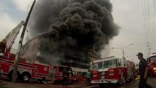 Alertan intoxicación masiva alrededor del almacén siniestrado en La Victoria