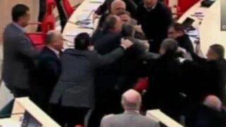 VIDEO: diputados 'defienden' a golpes sus propuestas en Parlamento de Georgia