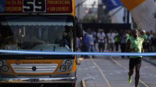 Argentina: Usain Bolt retó a un autobús y le ganó en competencia de velocidad