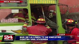 Bus de la línea 73 se empotró contra vivienda dejando al menos 8 heridos