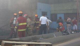 Bomberos advierten contaminación severa por incendio en Independencia
