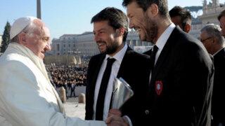 VIDEO: el Papa Francisco 'levantó' la copa con San Lorenzo en el Vaticano