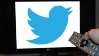 Twitter no se queda atrás: responderá a película de Facebook con serie de TV