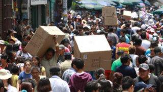 Miles de personas abarrotan Mesa Redonda para efectuar compras de última hora